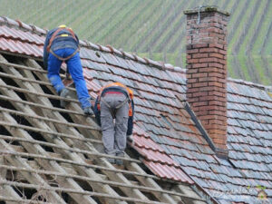 How to Become a Roofing Contractor?