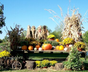Featured Creating Homemade Fall Lawn Decorations: Outside Fall Decorations
