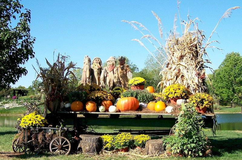 Autumn - Creating Homemade Fall Lawn Decorations: Outside Fall Decorations