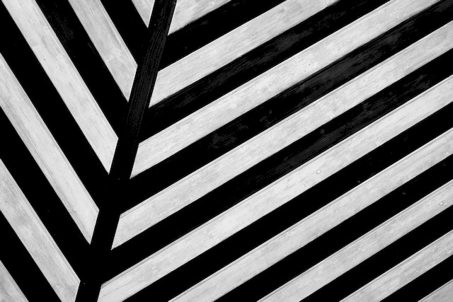 Using Black and White Stripes