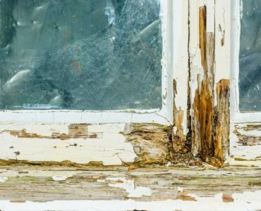 Featured of Essential Signs That Your Old Windows Need to Be Replaced for Safety