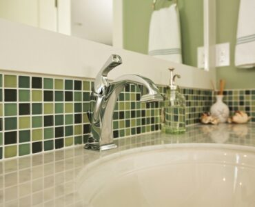 Featured of How to Mix and Match Bathroom Tile Colors to Make It Come Alive