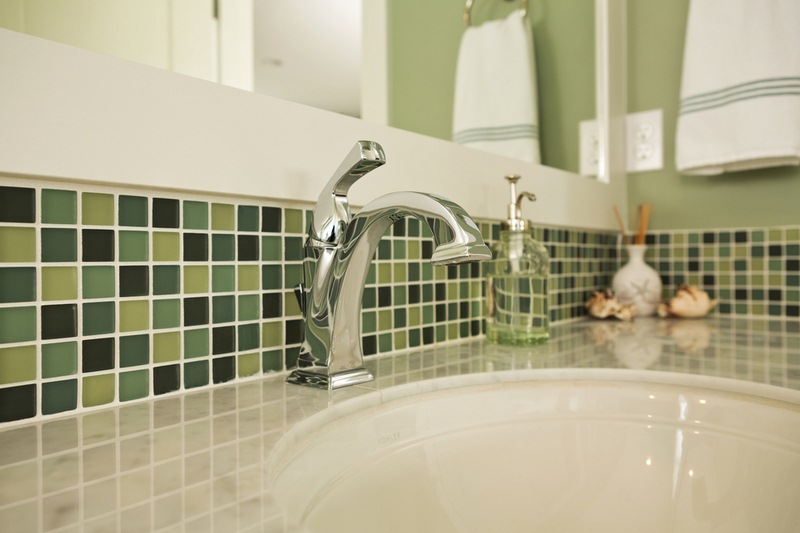 How to Mix and Match Bathroom Tile Colors to Make It Come Alive