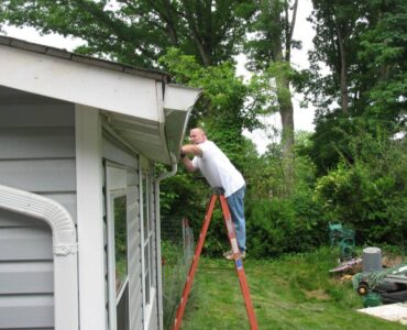 Featured of Step by Step Guide to Cleaning Your Gutters