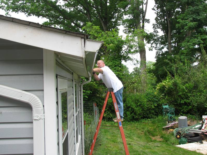 Step by Step Guide to Cleaning Your Gutters
