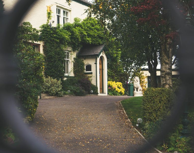 Make Your Front Door Stand Out - 4 Tips for Planning a Beautiful Front Yard Landscape