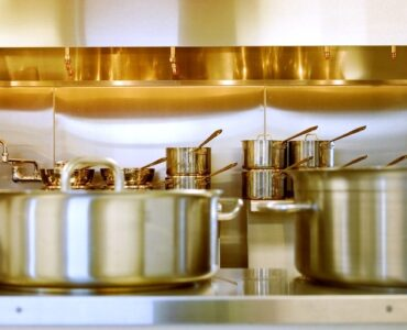 Featured of 6 Tips to Maintain Expensive Cookware in the Kitchen