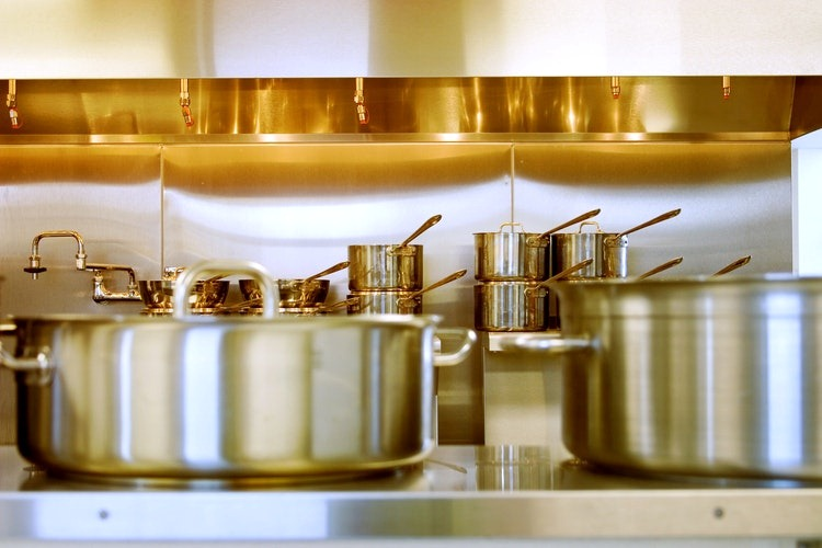 6 Tips to Maintain Expensive Cookware in the Kitchen