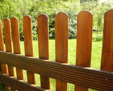 Featured of How to Stain and Brighten Your Wooden Fence