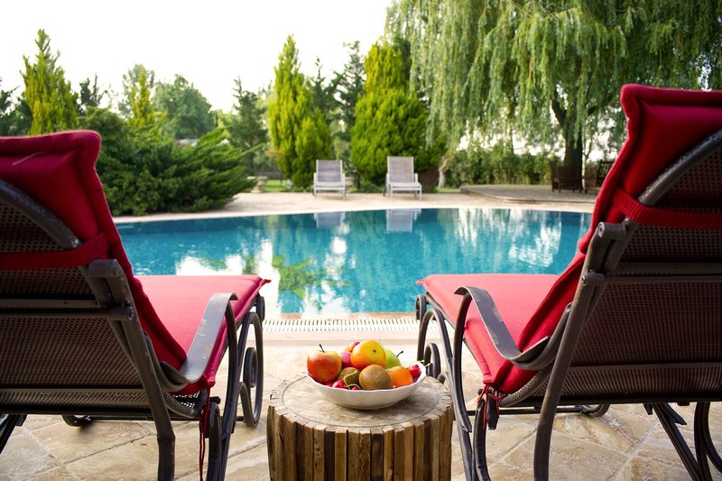 Top Three Advantages of Hiring a Swimming Pool Repair Service