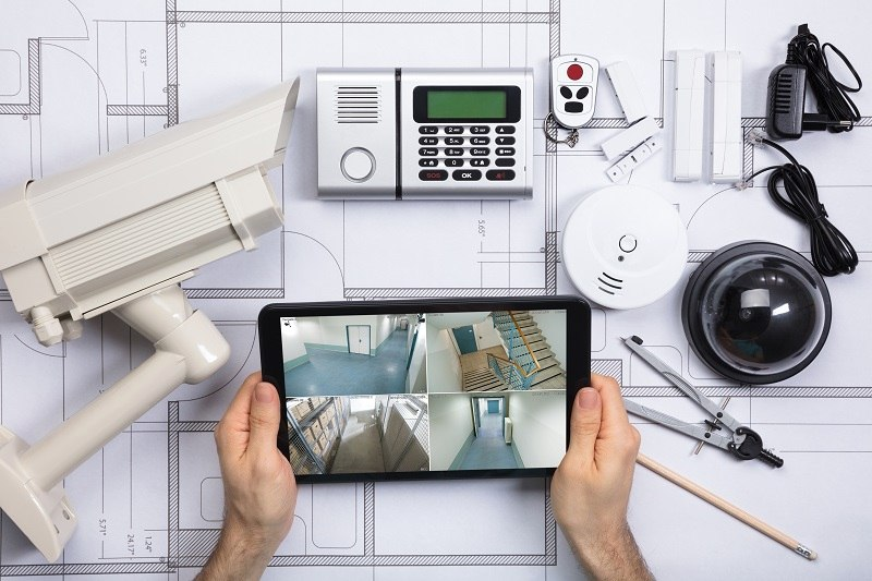 Advantages and Disadvantages of Professional and DIY Home Security Installation