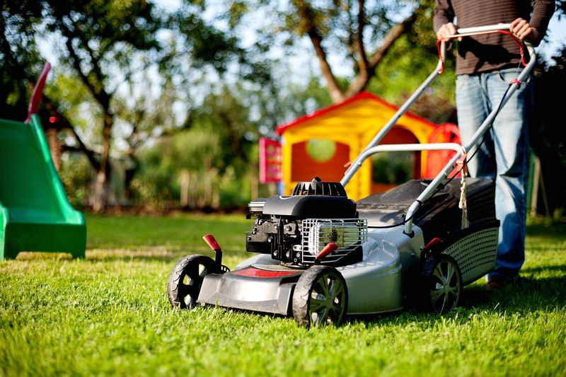 Electric vs. Gas Powered Lawn Mower - Which Mower is the Best