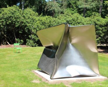 Featured of How Do You Choose and Place the Best Sculpture in Your Garden