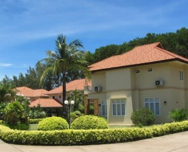 Featured of 5 Beautiful Benefits to Living in a Tropical Gated Community