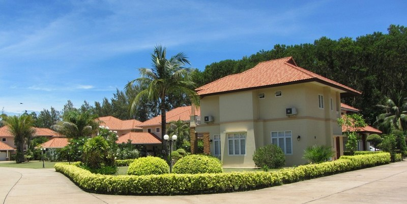 Beautiful Benefits to Living in a Tropical Gated Community