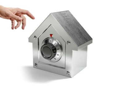 Featured of A Wired or Wireless Home Security System