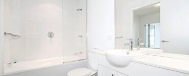 Featured image - 7 Practical Tips When Choosing a Bathroom Layout