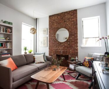 Featured image - Getting Ready for a Small Apartment [5 Downsizing Tips]