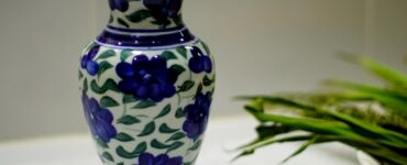 Featured image - What Are the Differences Between Porcelain and Stoneware