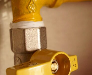 Featured image - Things to Keep in Mind While Hiring an Emergency Plumber