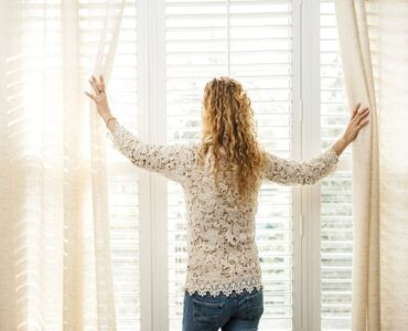 Featured image - Curtains vs. Blinds | Which is Better for Your Living Room