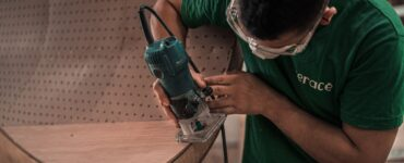 Featured image - How to Use a Handheld Wood Router