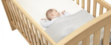 Featured image - Parents' Guide on How to Choose the Perfect Cot for Your Baby