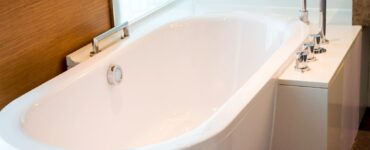 Featured image - Tub Reglaze, Refinish, or Replacement - How to Find Your Best Option