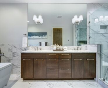 Featured image - The Best Type of Frameless Mirrors Used in Bathroom [2020]