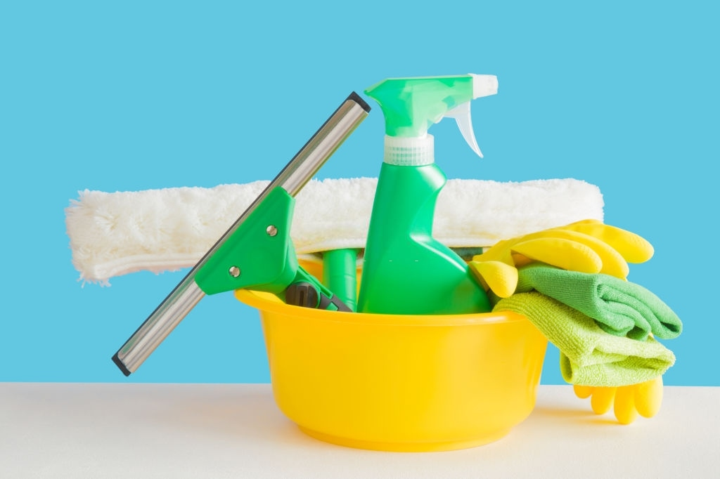 image - cleaning tools for Removing Hard Water Stains from Windows
