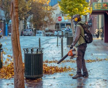 Featured image - What Are the Factors to Consider While Selecting the Best Battery Powered Leaf Blowers