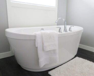 Featured image - Bathtub Buying Guide: What to Look for When Buying a Bathtub