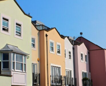 featured image - 4 Main Differences Between a Townhouse vs a Condo