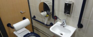 featured image - Top 5 Tips for Toilet Grab Bars Care & Maintenance