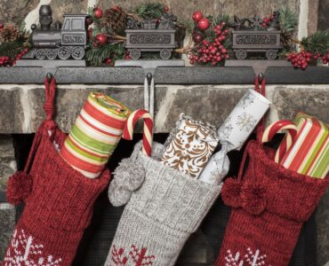 featured image - How to Decorate for Christmas On A Budget