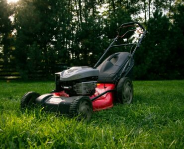 Featured image - 4 Top Vital Factors Worth Considering When Hiring Commercial Lawn Care Provider
