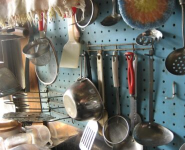 featured image - 10 Kitchen Essentials Everyone Needs to Have