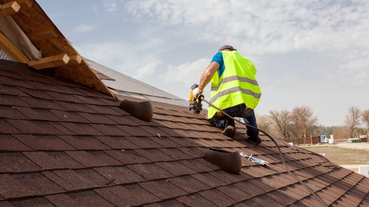 image - 5 Crucial Steps for Choosing the Best Roofing Contractors in Texas