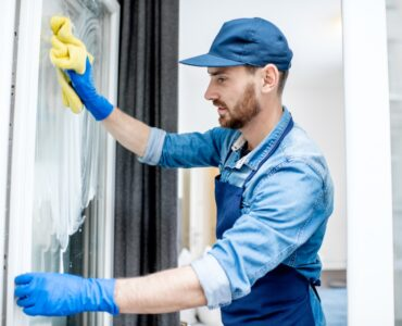 Featured image - 5 Reasons to Use a Certified Window Cleaner