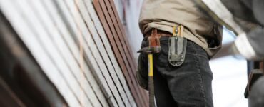 featured image - How to Find a Good Contractor