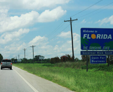 featured image - 8 Awesome Reasons to Move to Florida This Year