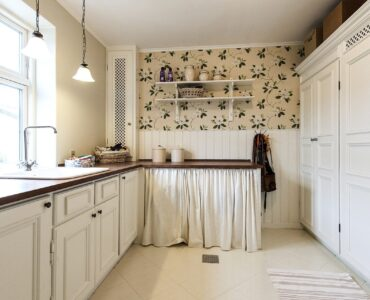 featured image - Painting Kitchen Cabinets – Top Tips and Mistakes to Avoid