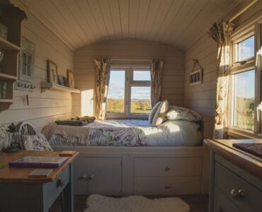 featured image - How to Make Your Bedroom Cozy