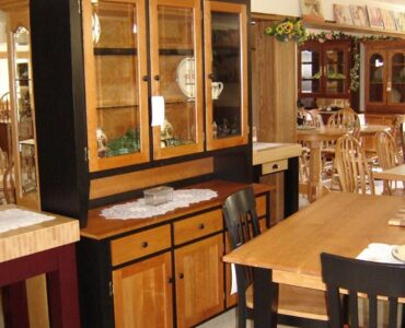 featured image - What Makes Amish Furniture So Great