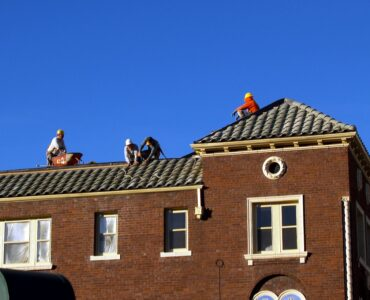 featured image - What to Look for In A Roofing Company to Hire
