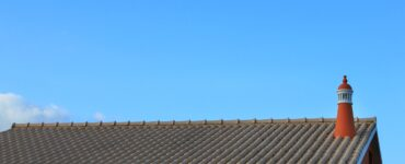 featured image - 4 Roof Cleaning Tips for Shiny Shingles
