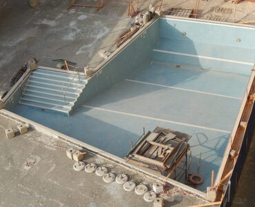 featured image - 5 Major Signs That You Need a Swimming Pool Repair
