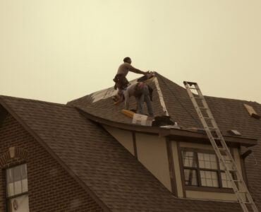 featured image - 5 Questions to Ask Before Choosing a Roof Repair Company