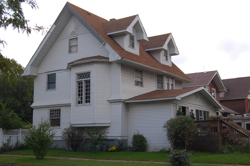 image -Homeowner's Guide to Siding a House on a Budget