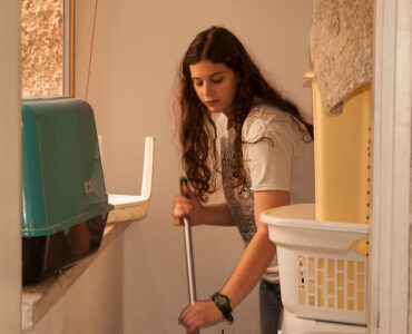 featured image - Working Moms! This is How House Cleaning Won't be a Hassle Anymore